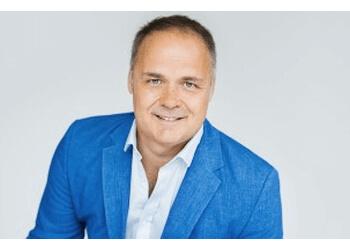 Montreal audiologist Alyn Simard AUDIOPROTHÉSISTES