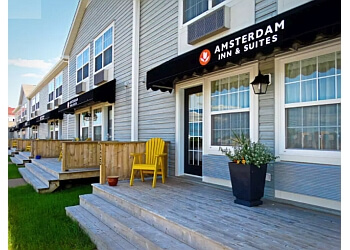 Amsterdam Inn & Suites