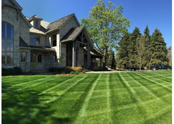 Burlington lawn care service Andy's Home & Lawn Service inc.