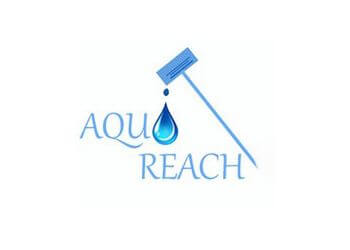 Oakville window cleaner Aqua Reach Window Cleaning