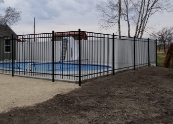Winnipeg fencing contractor CB FENCING