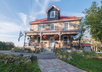 Orillia bed and breakfast Castleview Inn