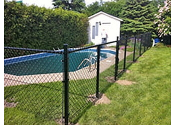 Montreal fencing contractor Clôtures Frost