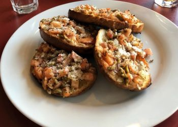 Ottawa pizza place Colonnade Pizza