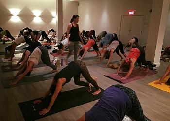 Longueuil yoga studio DAMA Hot Yoga Chaud