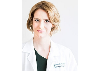 Quebec plastic surgeon DR. AMÉLIE DUMAS, MD, FRCS(C)