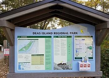 Delta hiking trail Deas Island Regional Park Trail