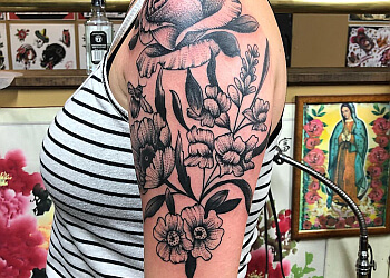 North Bay tattoo shop Deluxe Custom Tattoos