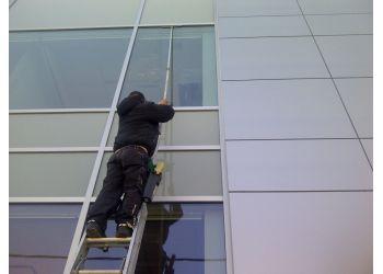 Mississauga window cleaner Diamond Shine Window Cleaning