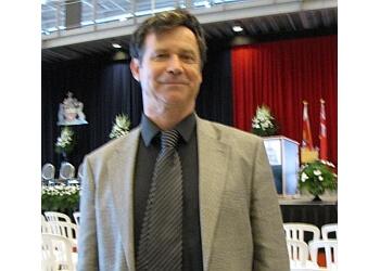 Welland real estate lawyer Douglas R. Thomas