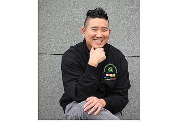 Mississauga children dentist  Dr. Michael Park- Erin Oaks Children's Dentistry