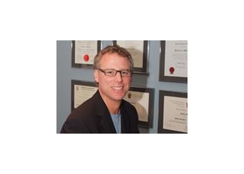 Hamilton plastic surgeon Dr. Nicolas Hynes, MSc, MD, FRCS(C)