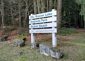 Victoria hiking trail Elk/Beaver Lake Regional Park Trail