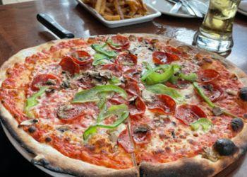 Laval pizza place Enoteca Monza Pizzeria Moderna