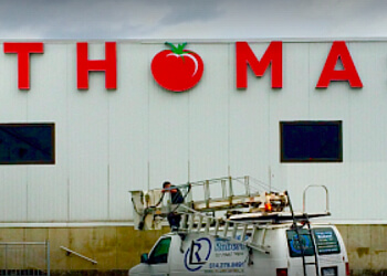 Montreal sign company Enseignes et Lettrage Robert signs