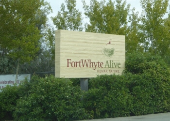 Winnipeg hiking trail FortWhyte Alive