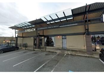 Maple Ridge sports bar Fox's Reach Pub & Grill