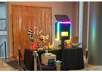 Vancouver photo booth company Goldfish Photobooth Rentals