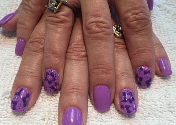 Kitchener nail salon Hot Nails