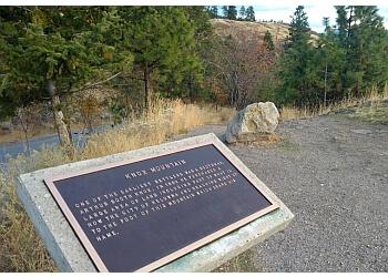 Kelowna hiking trail Knox Mountain Park Trail