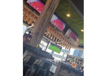 Terrebonne sports bar La Chambre