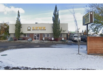Calgary fencing contractor Lynx Brand Fence Products Ltd