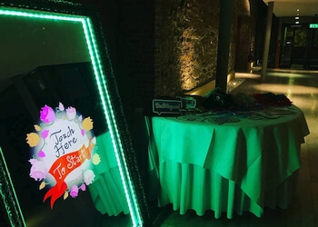 Montreal photo booth company Magic Mirror Photo Booth
