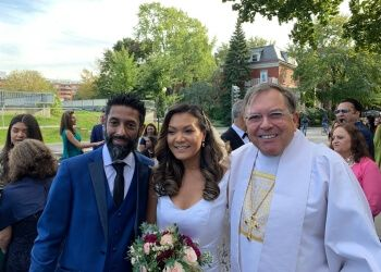 Montreal wedding officiant Mariages à Bras Ouverts