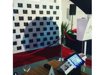 Ottawa photo booth company PHOTOBOX PHOTO BOOTH Inc.