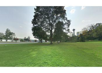 Niagara Falls public park Queen Victoria Park