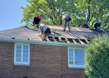 Mirabel roofing contractor Reno Toit