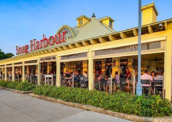 Mississauga seafood restaurant Snug Harbour Seafood Bar & Grill