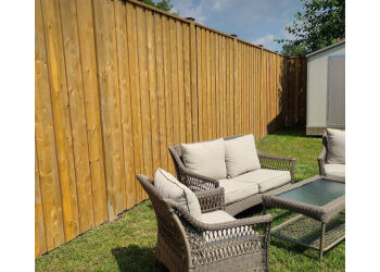 Guelph fencing contractor TOWN & COUNTRY FENCING