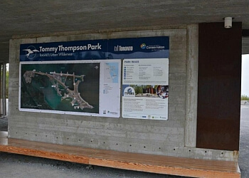 Toronto hiking trail Tommy Thompson Park Trail
