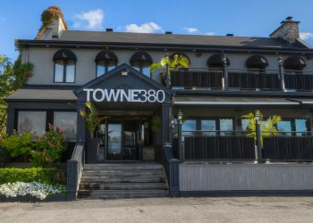 Laval seafood restaurant Towne 380