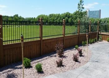 Garage Doors Winnipeg >> 3 Best Fencing Contractors in Winnipeg, MB - Expert Recommendations