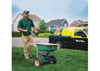 Laval lawn care service Weed Man
